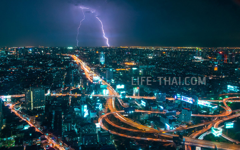 Ночной Бангкок. Молния над Бангкоком