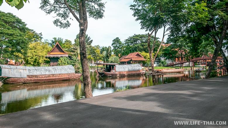 Тайские грузовые баржи, парк Ancient City, Бангкок