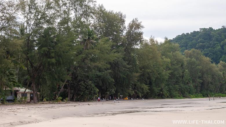 Не самый чистый пляж ко Куда