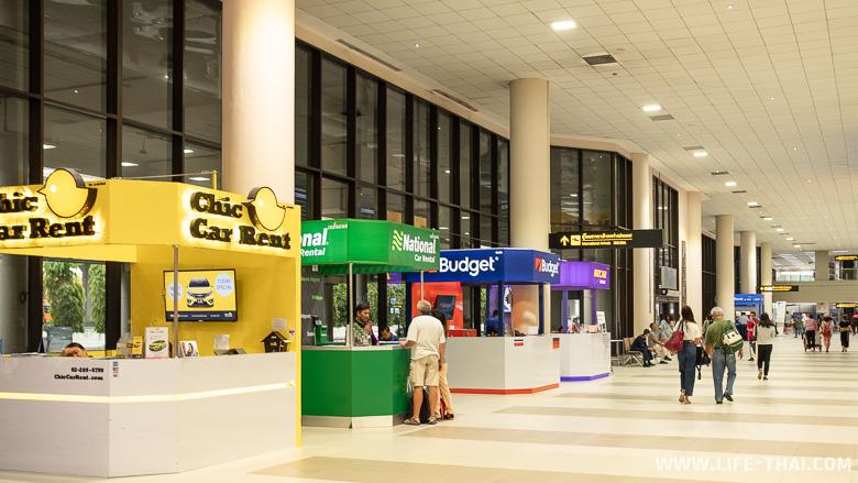 Стойки прокатов машин в аэропорту Дон Муанг