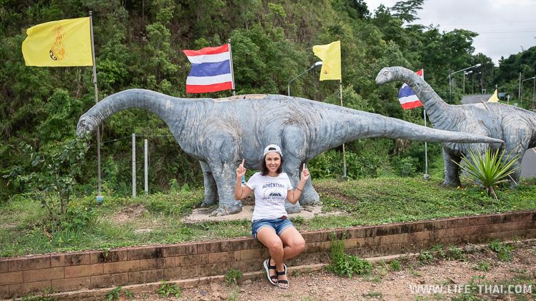 Динозавры по дороге в Пхаяо, Северный Таиланд