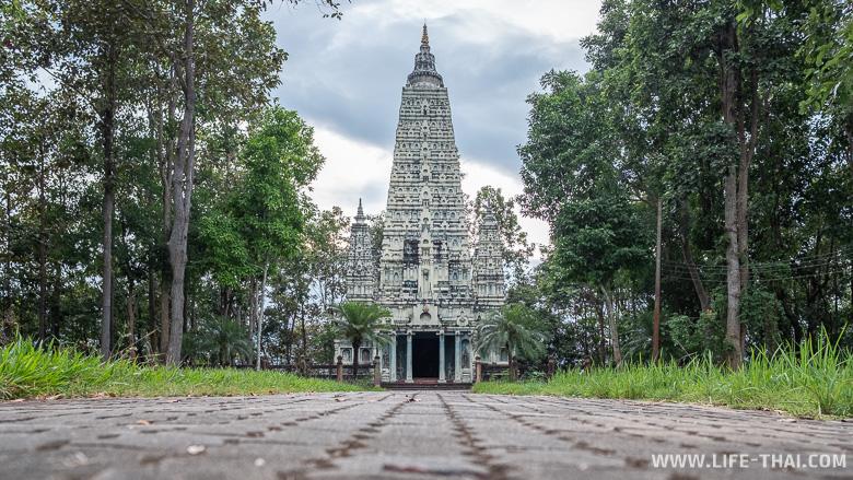 Пагода в бирманском стиле - что посмотреть в Пхаяо