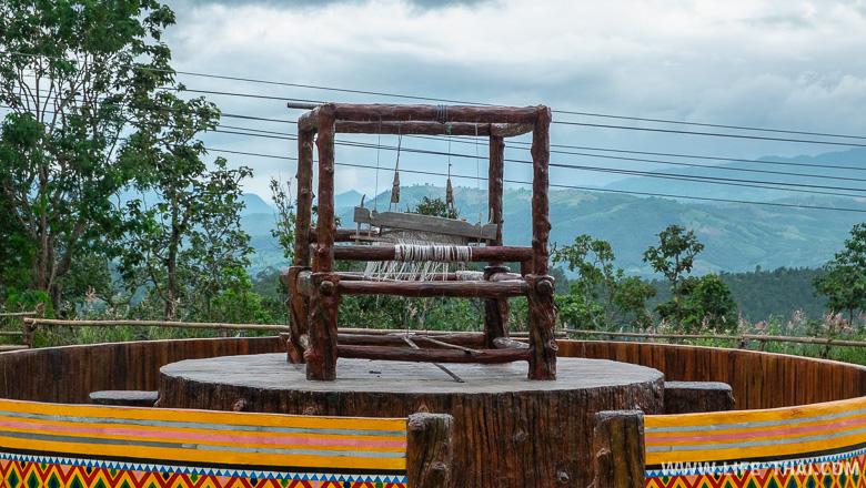 Ткацкий станок на обзорной площадке Мэ Джам (Mae Jam)