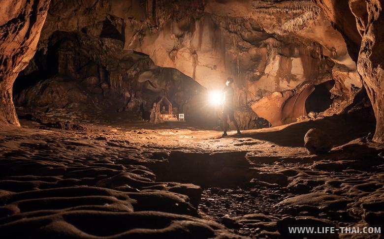 Подземный храм в Чианг Дао