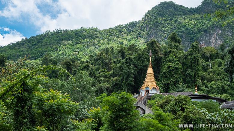 Пещерный храм в Чианг Дао