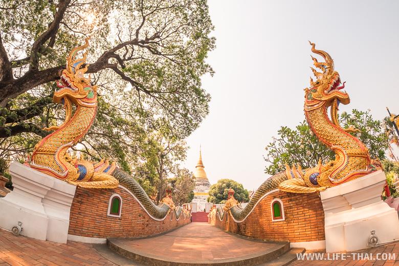 Храм, в котором был Изумрудный Будда в Лампанге