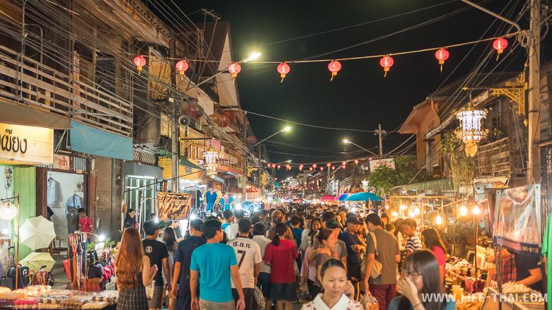 Ночной рынок в Лампанге