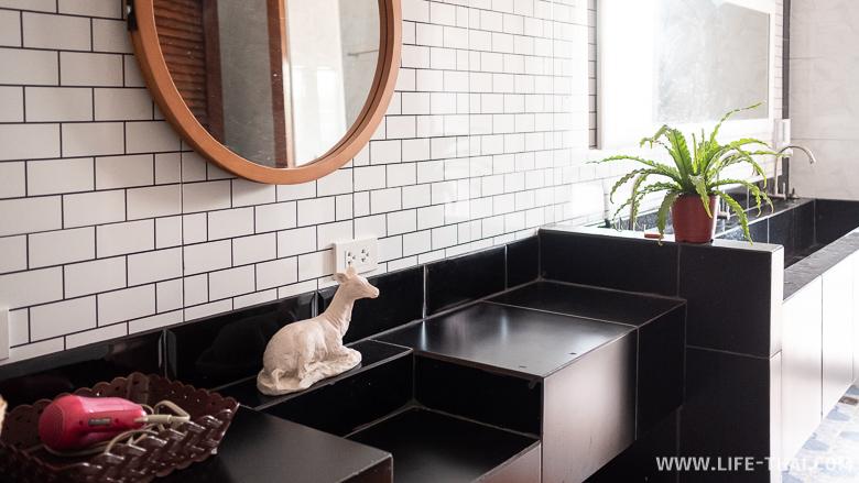 Ванная комната с душевыми и туалетом в гесте