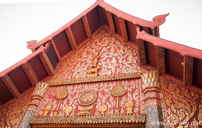 Молитвенный зал в храме wat Phra That Lampang Luang