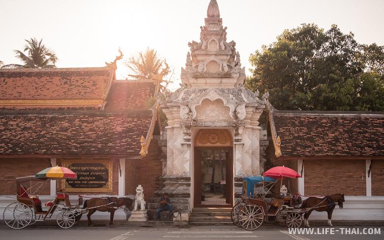 Главная достопримечательность Лампанга - храм Ват Пратат Лампанг Луанг