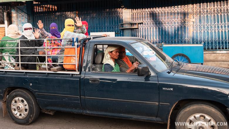 Люди в Бурираме. Что посмотреть в городе