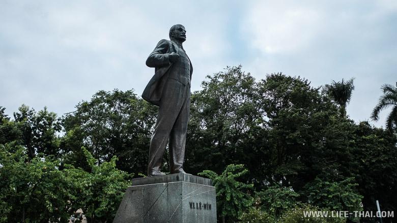 Статуя Ленина в Ханое, Вьетнам