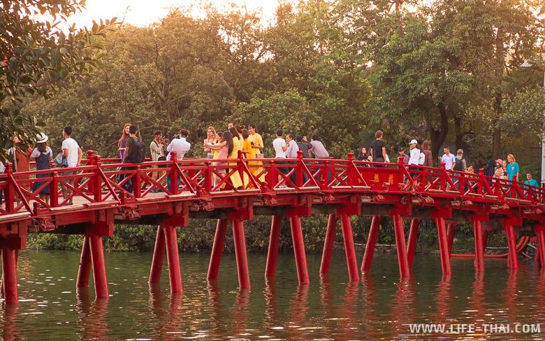 Что посмотреть в Ханое - озеро Хаонкием