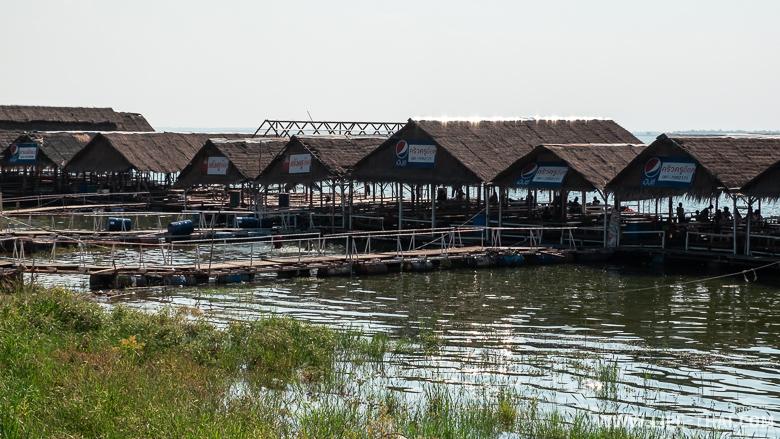 Рестораны морепродуктов на дамбе в Кхонкэне