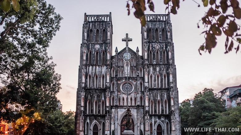Необычная достопримечательность Ханоая - готический собор