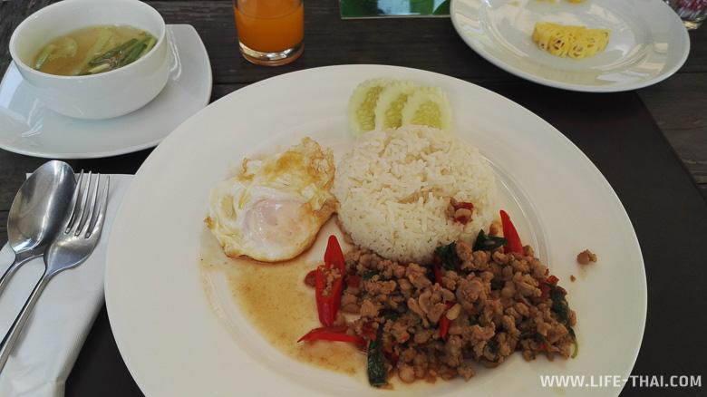 Завтрак в отеле в Кхонкэне