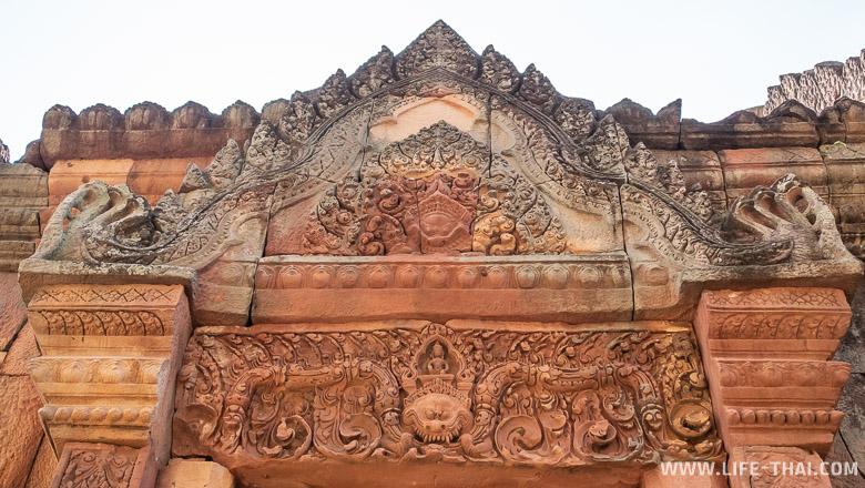 Барельеф на перемычке в прасате Мыанг Там, Бурирам