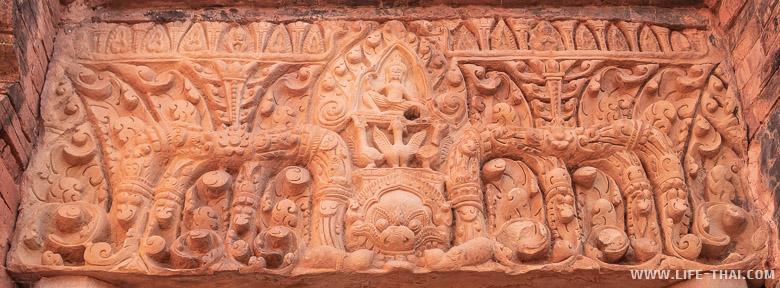 Барельеф в кхмерском храме, Бурирам, Таиланд