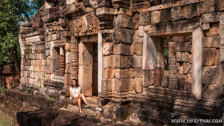 Древний кхмерский храм Prasat Sadok Kok Thom