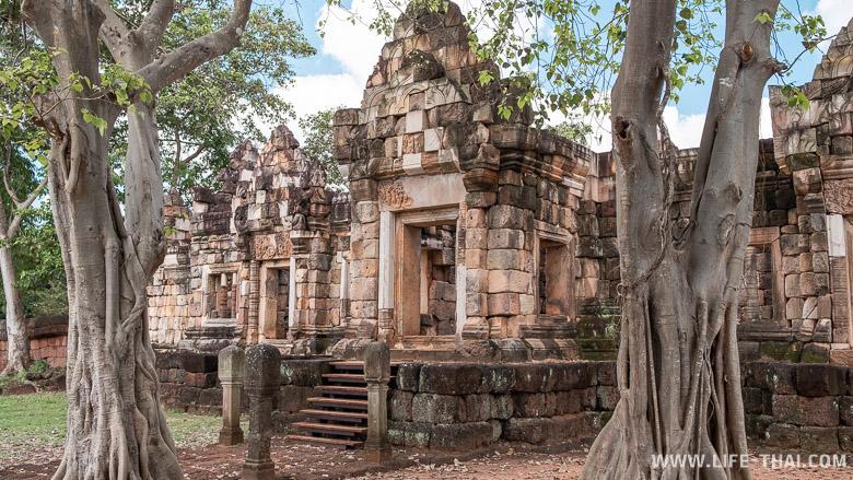 Что посмотреть в Сакео - кхмерские храмы