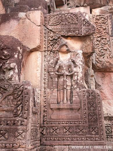 Ажурная резьба по камню в кхмерском храме, Сурин, Таиланд