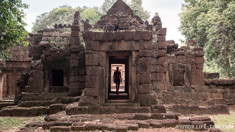 Что посмотреть в Сурине - кхмерские храмы