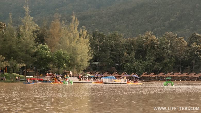 Озеро для отдыха у воды в Чиангмае