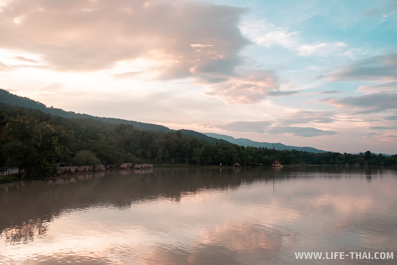 Закат на озере в Чиангмае