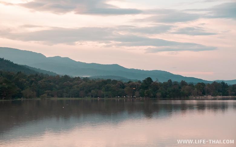 Интересные места Чиангмая - закат на озере