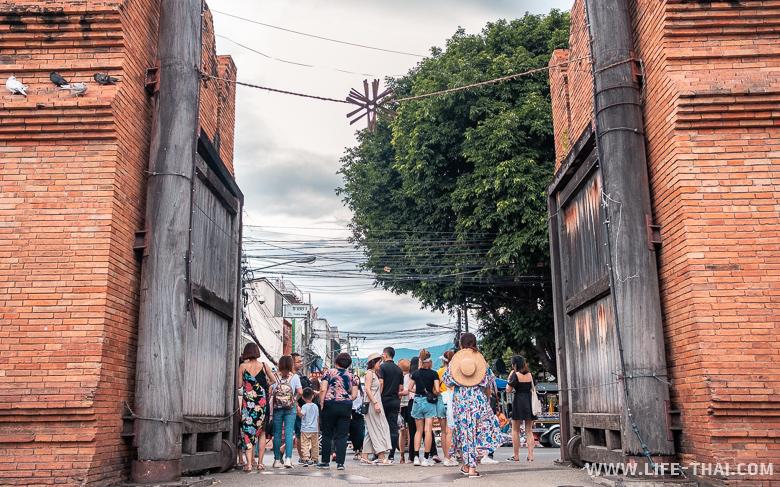 Thapae Gate в Чиангмае - достопримечательность города