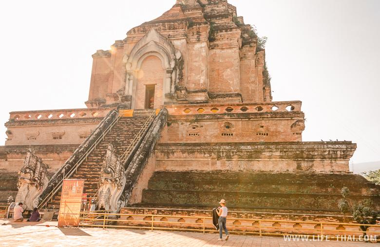 Достопримечательности Чиангмая - Ват Чеди Луанг (Wat Chedi Luang) в Чиангмае