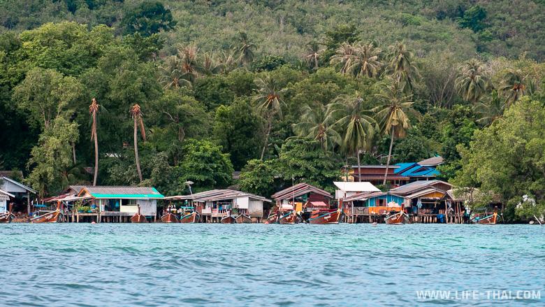 Деревня рыбаков на острове Мук в Таиланде