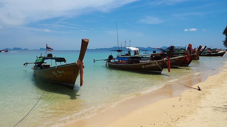 Лодки на пляже Крадана