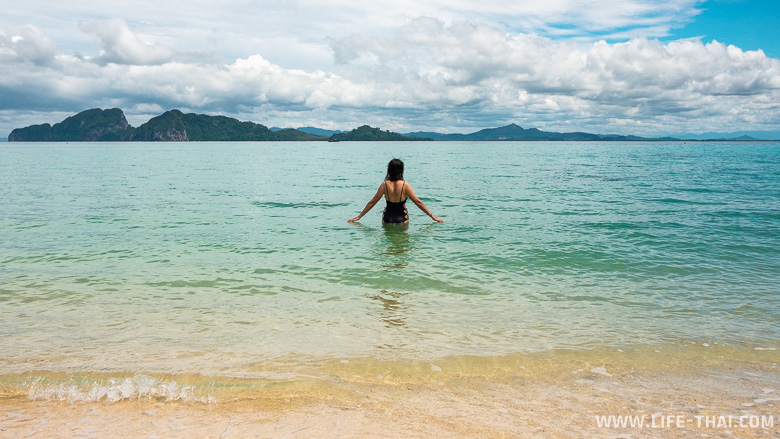 Море у ко Крадана чистое