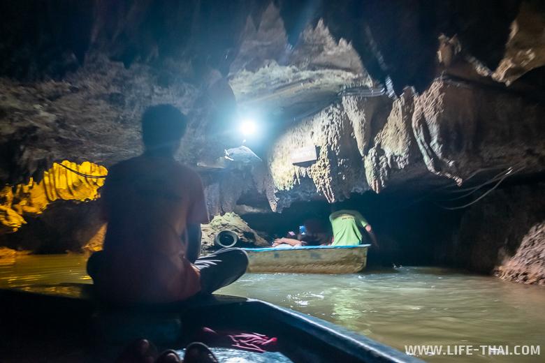 Пещера Tham Le Khao Kob в Транге, Таиланд