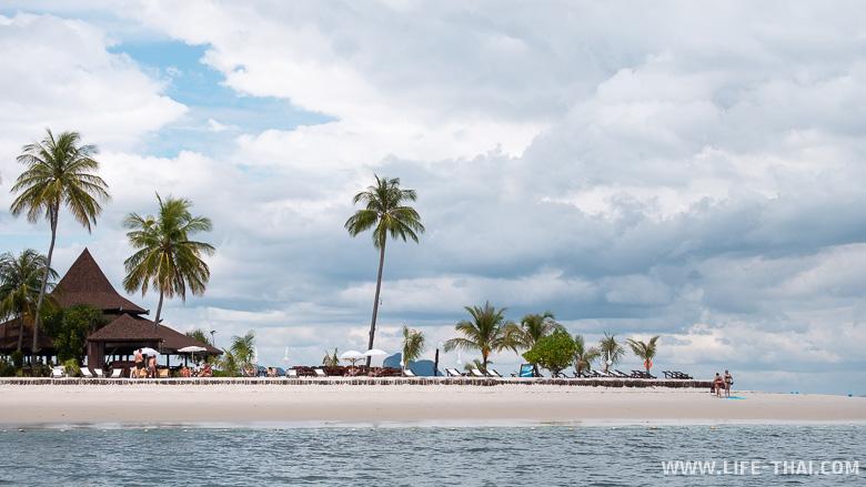 Один из лучших пляжей на острове Мук в Таиланде