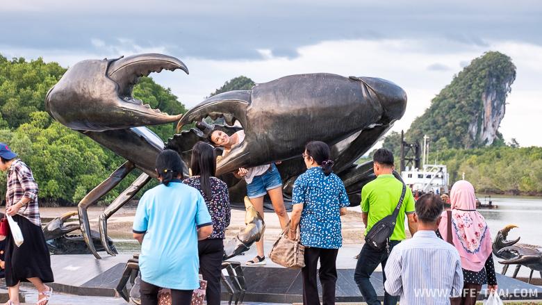 Я и статуя краба в Краби