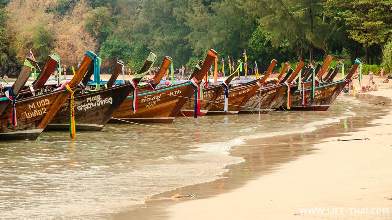 Лодки на пляже Ао Нанг, Краби