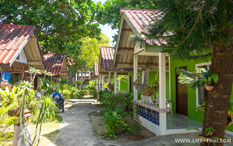 Территория отеля Blue Andaman Resort на ко Ланте