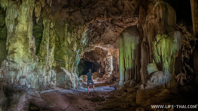 Залы пещеры Khao Pina в Транге
