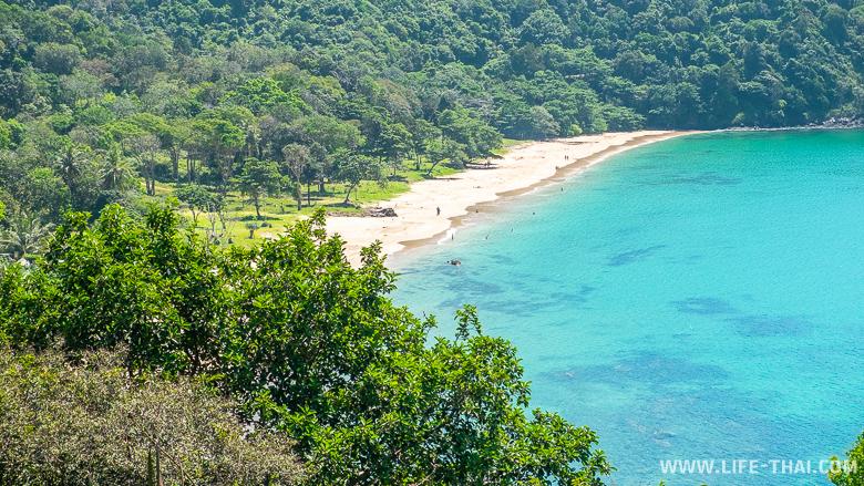 Вид на пляж Бамбу из кафешки на ко Ланте