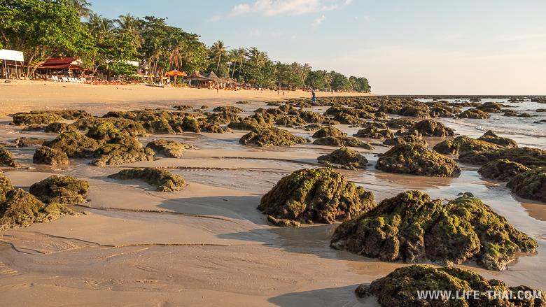 Пляж Клонг Кхонг в отлив