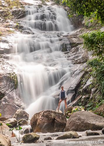 Красивый водопад Ton Pliw рядом с Трангом