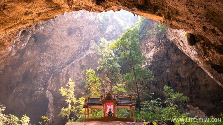 Пещера Прайя Накхон в нац. парке Khao Sam Roi Yot недалеко от Хуа Хина