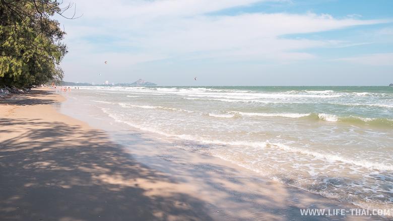 Кайт-сёрферы на пляже Као Тао