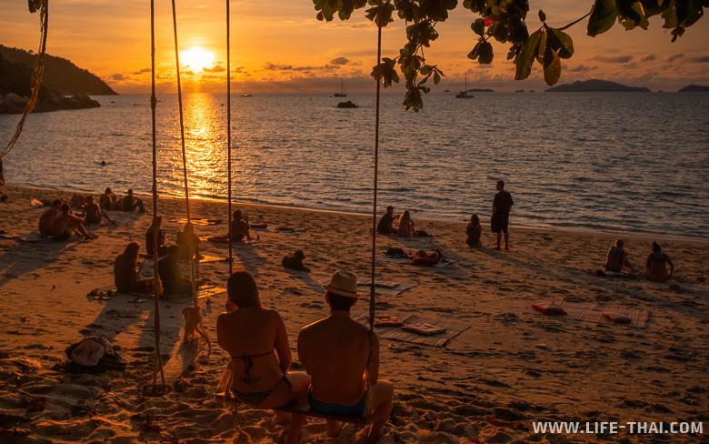 Закат на пляже Сансет бич на ко Липе