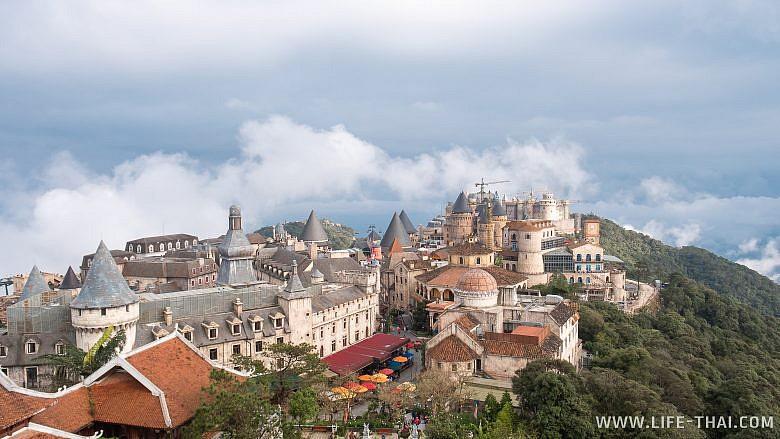 Вид на французскую деревню с колокольни