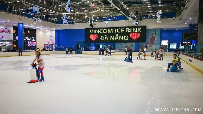 Ледовый каток в Дананге, Вьетнам