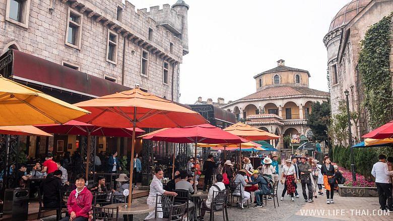 Уличное кафе на вершине горы Бана, Дананг