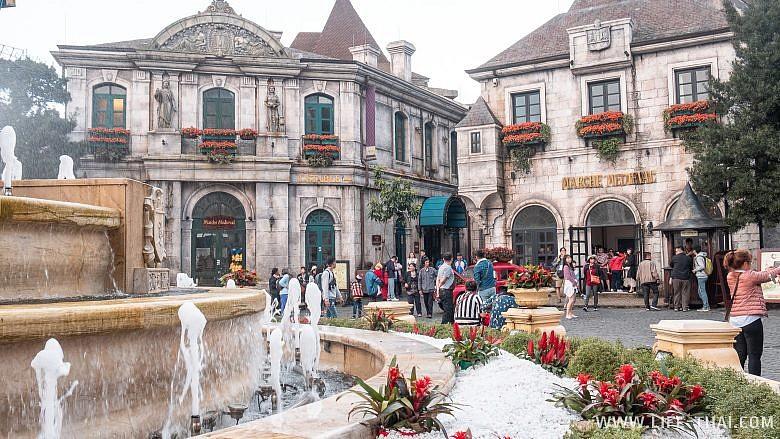 Площадь французской деревни во Вьетнаме